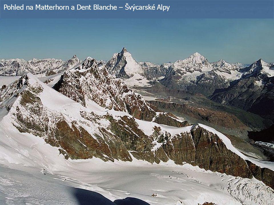 Pohled na Matterhorn a Dent Blanche – Švýcarské Alpy