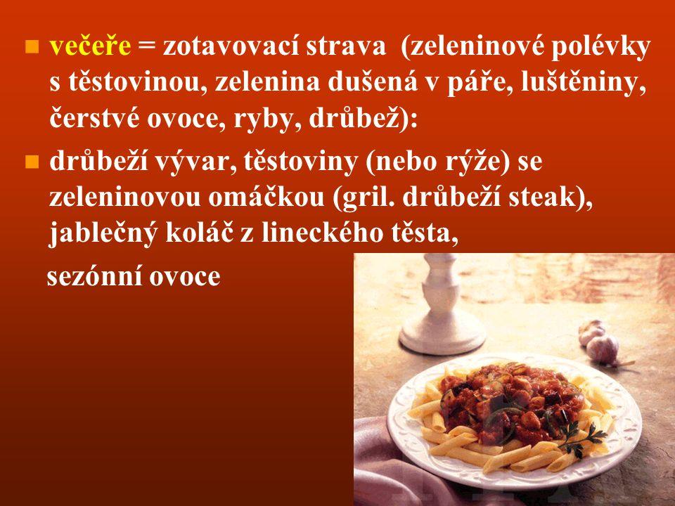 večeře = zotavovací strava (zeleninové polévky s těstovinou, zelenina dušená v páře, luštěniny, čerstvé ovoce, ryby, drůbež):