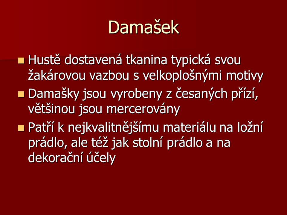 Damašek Hustě dostavená tkanina typická svou žakárovou vazbou s velkoplošnými motivy.