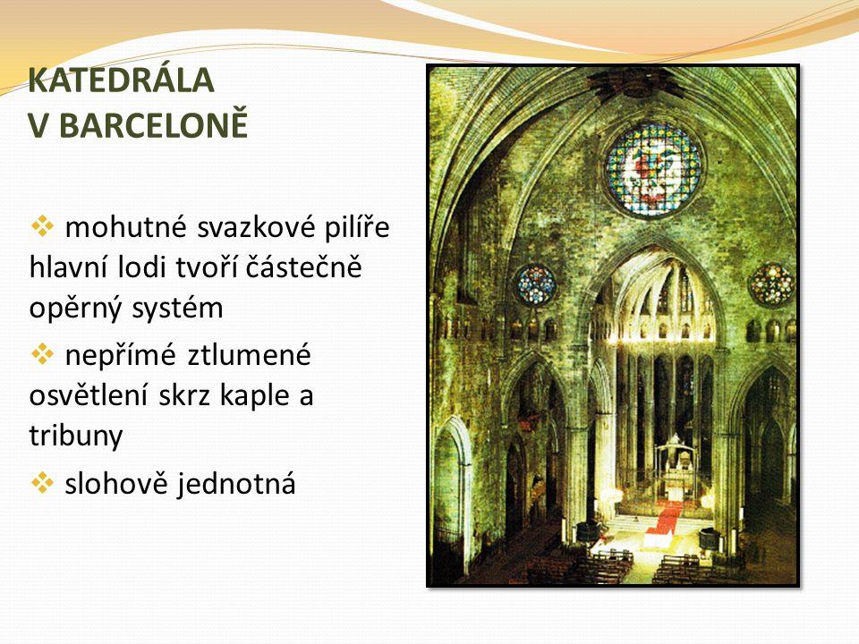 KATEDRÁLA V BARCELONĚ mohutné svazkové pilíře hlavní lodi tvoří částečně opěrný systém. nepřímé ztlumené osvětlení skrz kaple a tribuny.