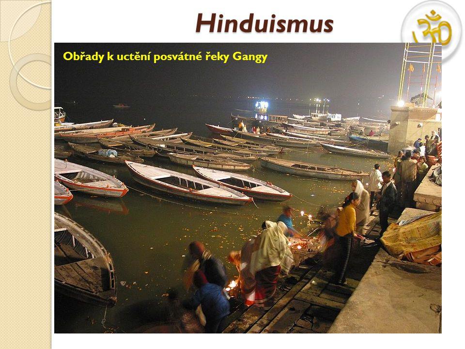 Hinduismus Obřady k uctění posvátné řeky Gangy.