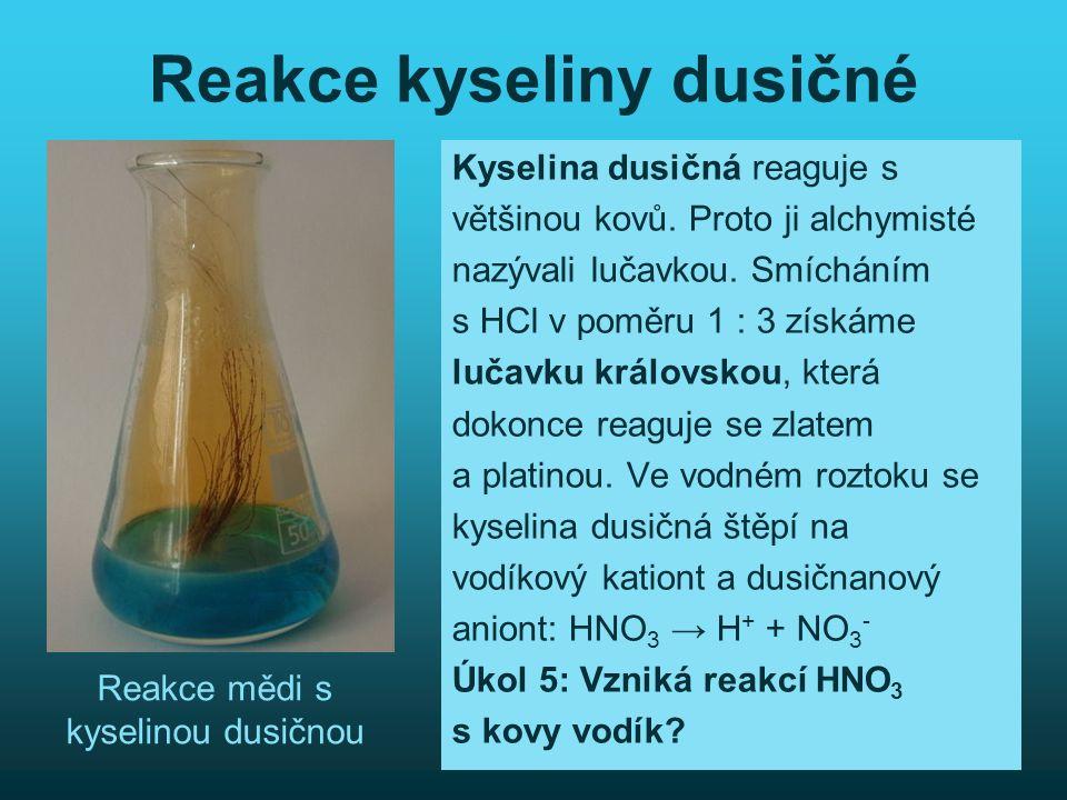 Reakce kyseliny dusičné