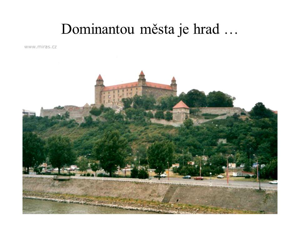 Dominantou města je hrad …