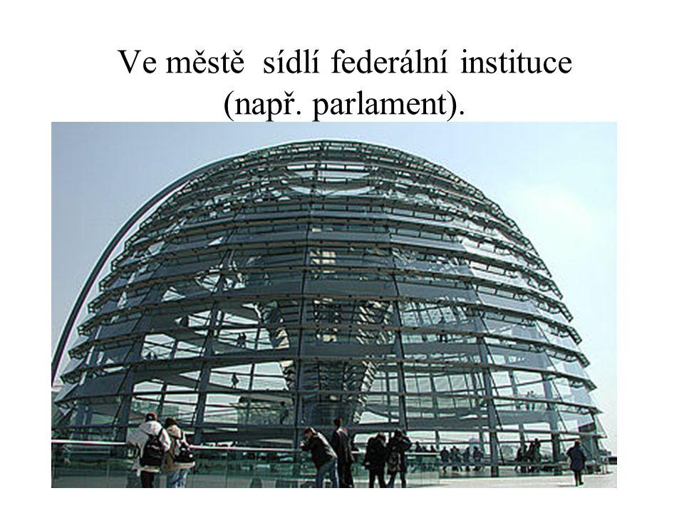 Ve městě sídlí federální instituce (např. parlament).