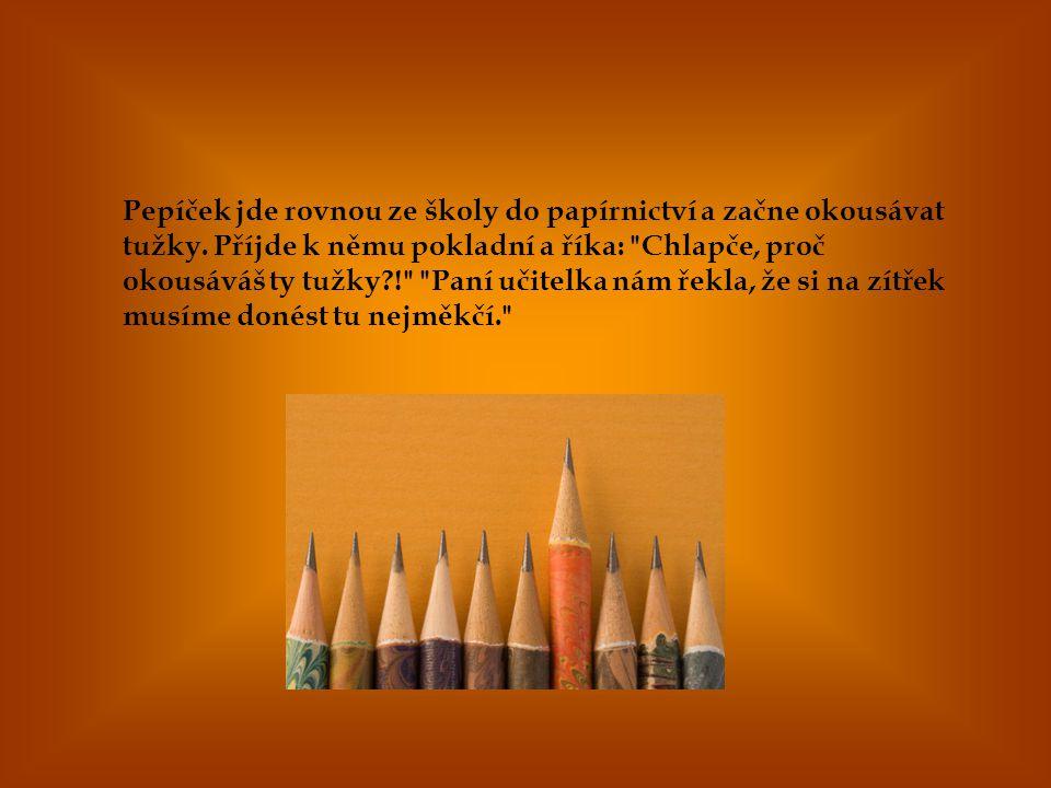Pepíček jde rovnou ze školy do papírnictví a začne okousávat tužky