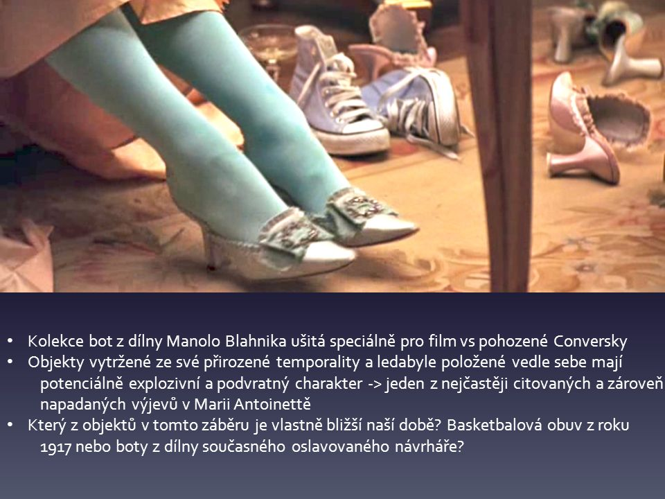 Kolekce bot z dílny Manolo Blahnika ušitá speciálně pro film vs pohozené Conversky