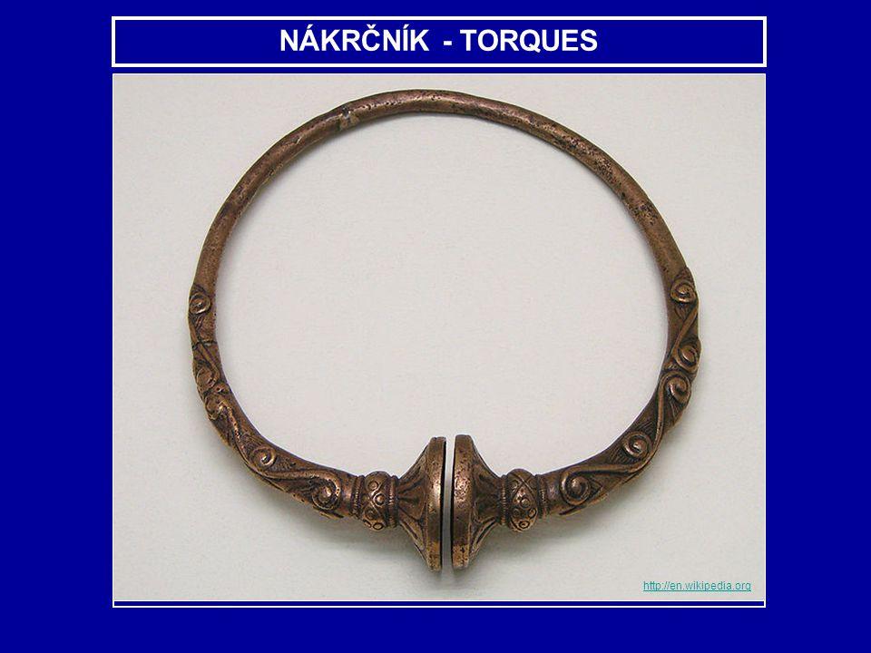 s typickou keltskou ozdobou - torques.