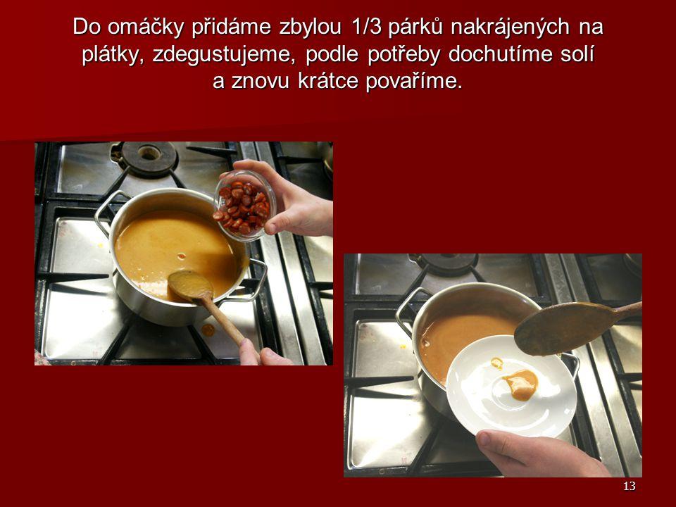 Do omáčky přidáme zbylou 1/3 párků nakrájených na plátky, zdegustujeme, podle potřeby dochutíme solí a znovu krátce povaříme.