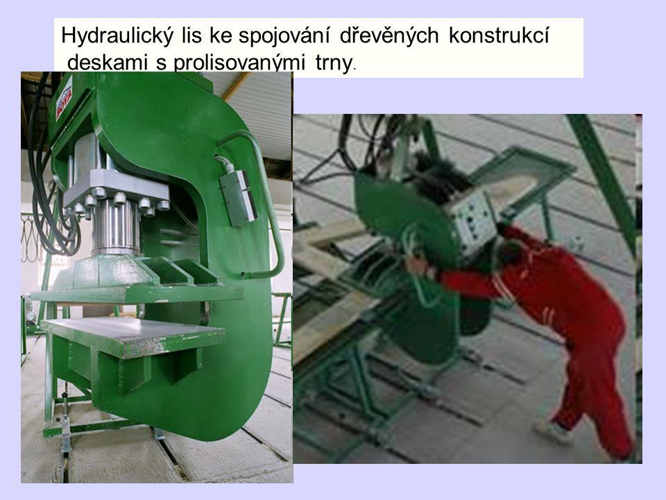 Hydraulický lis ke spojování dřevěných konstrukcí