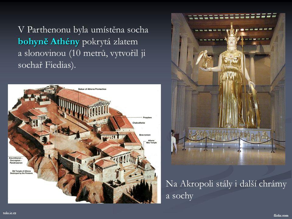 V Parthenonu byla umístěna socha bohyně Athény pokrytá zlatem