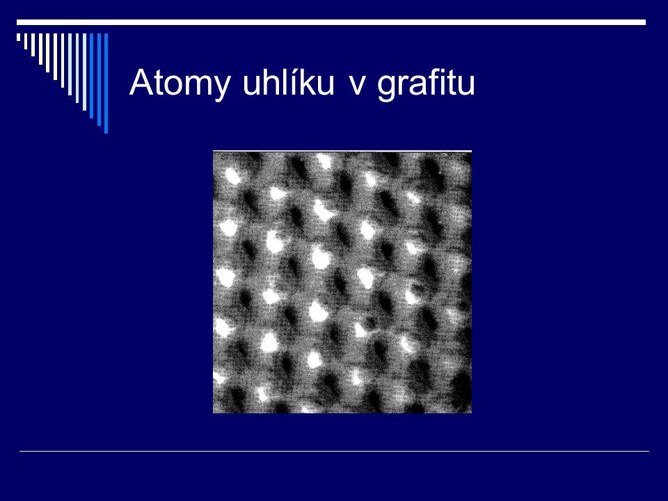 Atomy uhlíku v grafitu