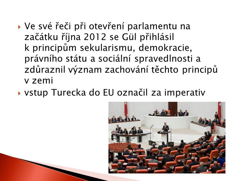 Ve své řeči při otevření parlamentu na začátku října 2012 se Gül přihlásil k principům sekularismu, demokracie, právního státu a sociální spravedlnosti a zdůraznil význam zachování těchto principů v zemi