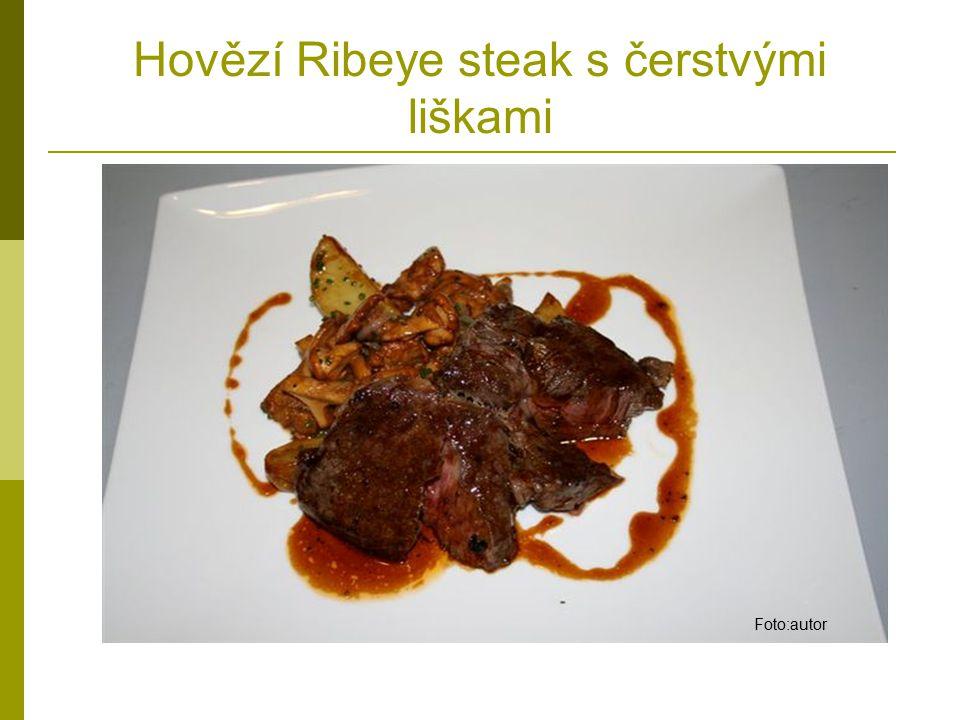 Hovězí Ribeye steak s čerstvými liškami