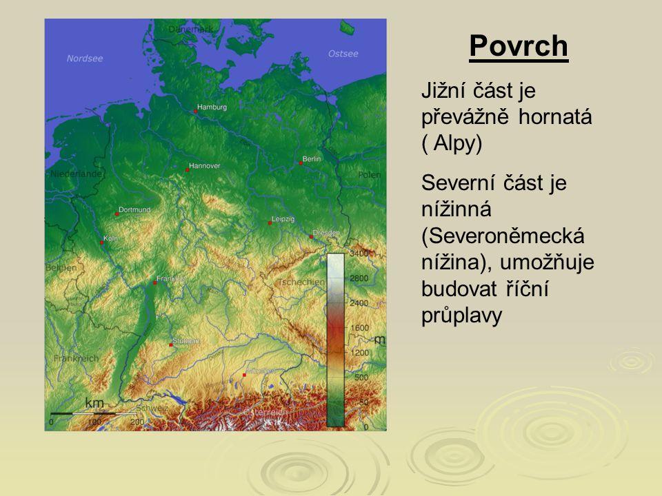 Povrch Jižní část je převážně hornatá ( Alpy)