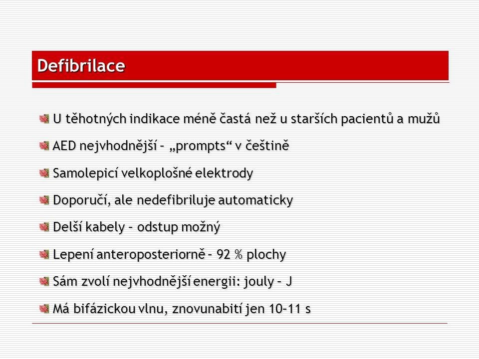 """Defibrilace U těhotných indikace méně častá než u starších pacientů a mužů. AED nejvhodnější – """"prompts v češtině."""