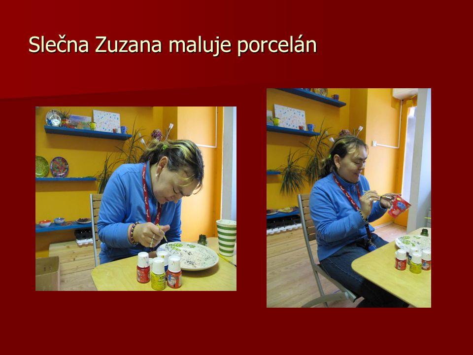 Slečna Zuzana maluje porcelán