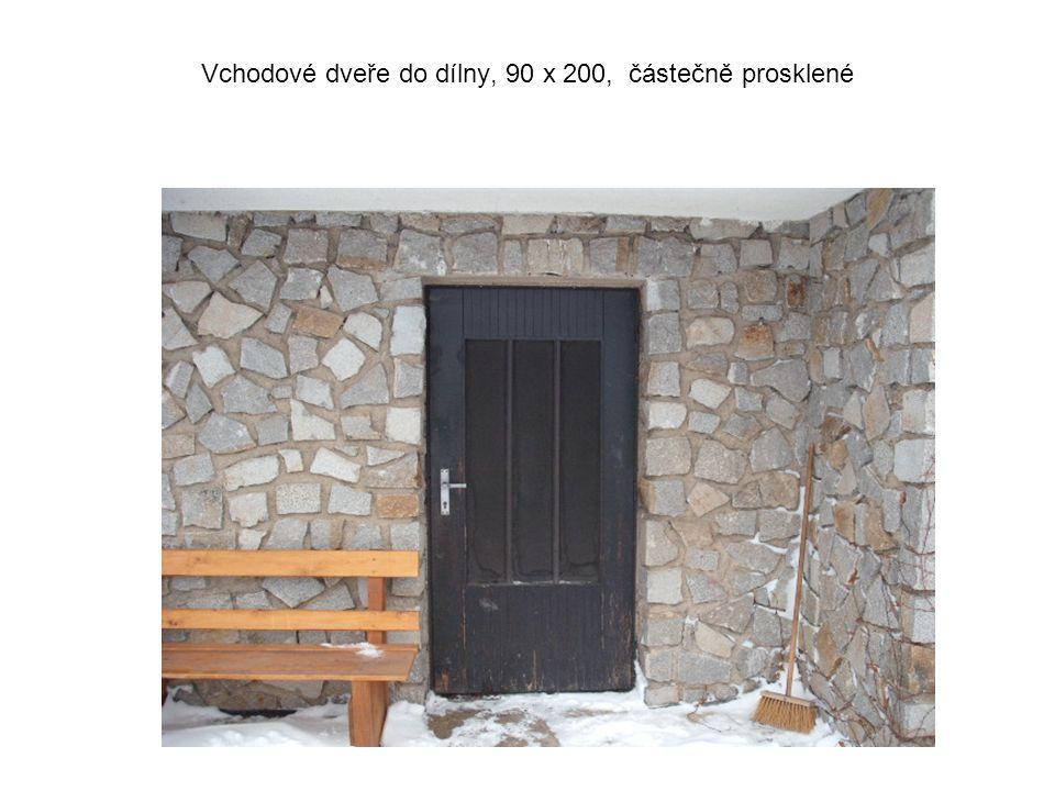 Vchodové dveře do dílny, 90 x 200, částečně prosklené