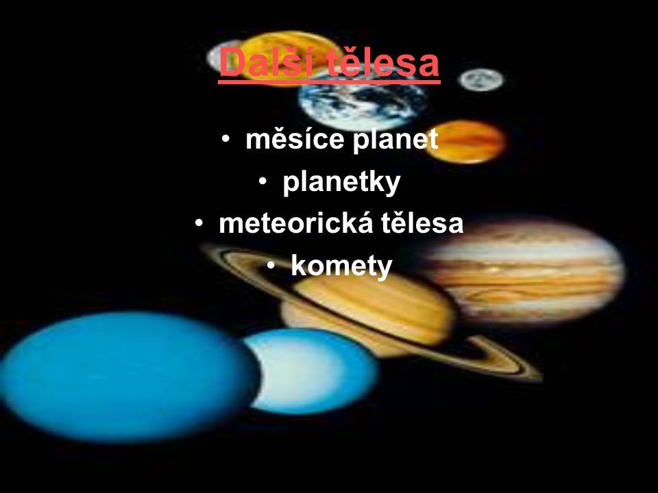 Další tělesa měsíce planet planetky meteorická tělesa komety