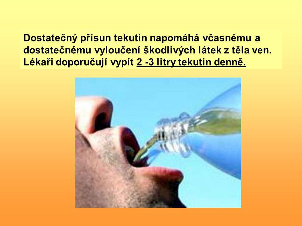 Dostatečný přísun tekutin napomáhá včasnému a dostatečnému vyloučení škodlivých látek z těla ven.