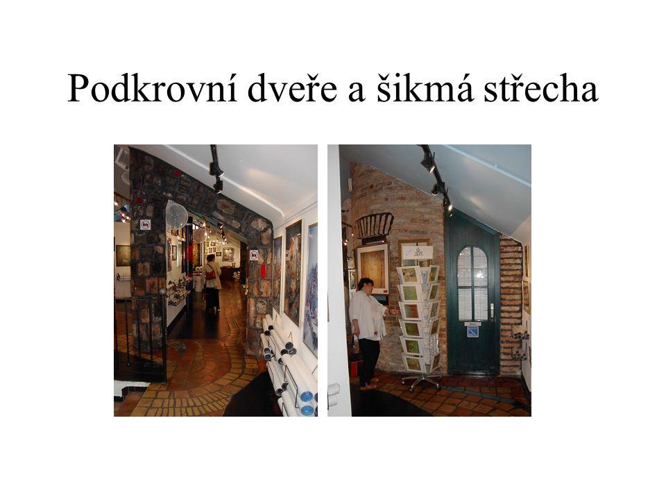 Podkrovní dveře a šikmá střecha