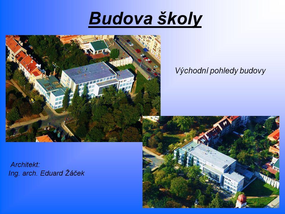 Budova školy Východní pohledy budovy Architekt: