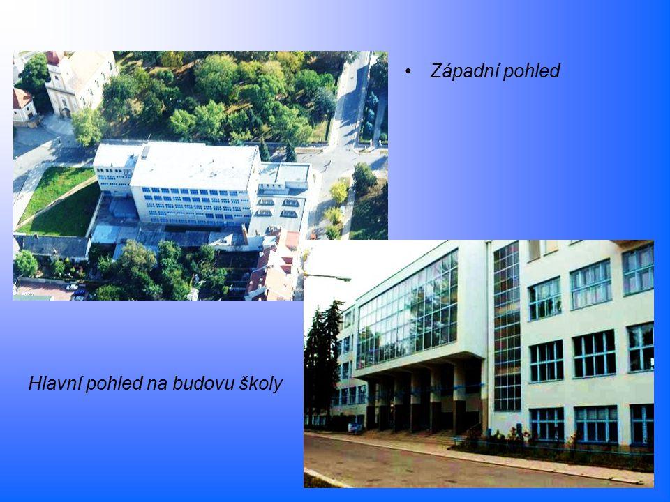 Hlavní pohled na budovu školy