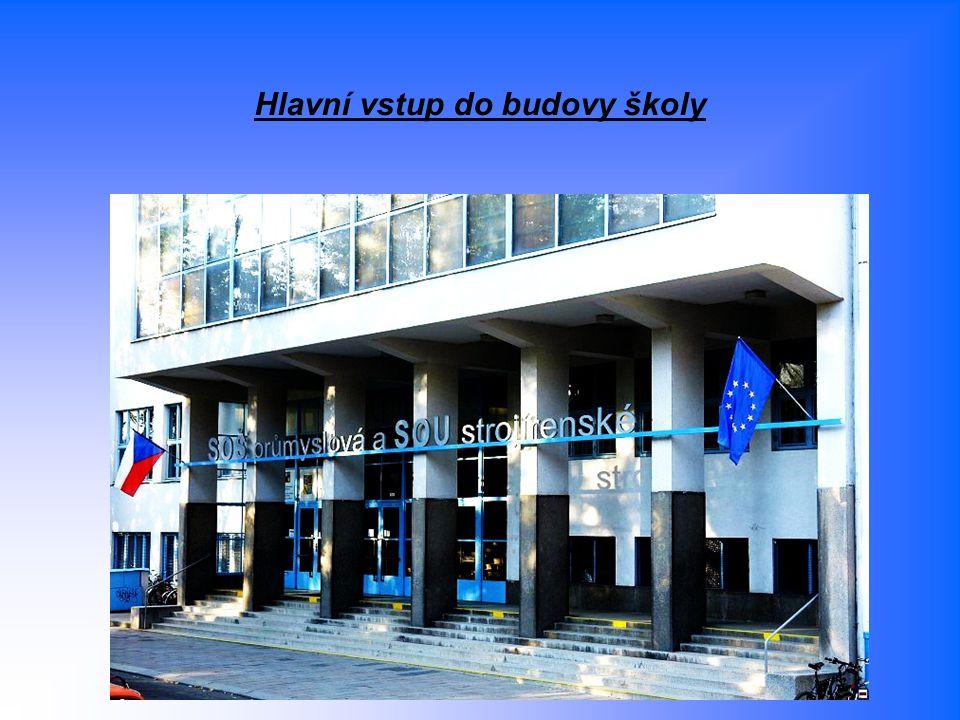 Hlavní vstup do budovy školy