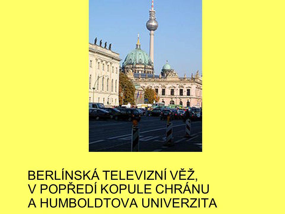 BERLÍNSKÁ TELEVIZNÍ VĚŽ, V POPŘEDÍ KOPULE CHRÁNU A HUMBOLDTOVA UNIVERZITA