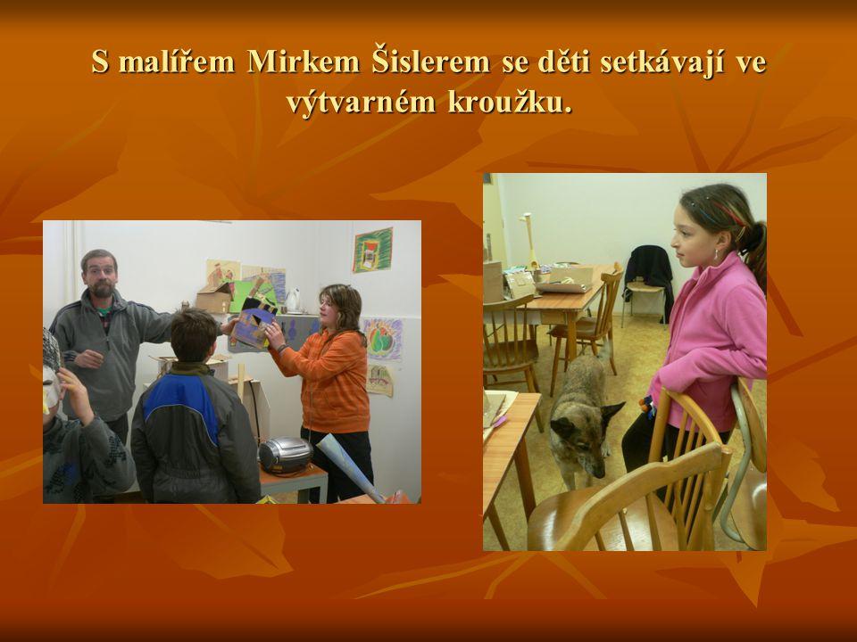S malířem Mirkem Šislerem se děti setkávají ve výtvarném kroužku.