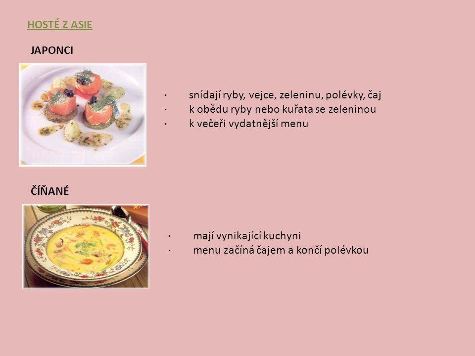 Hosté z Asie Japonci. · snídají ryby, vejce, zeleninu, polévky, čaj. · k obědu ryby nebo kuřata se zeleninou.