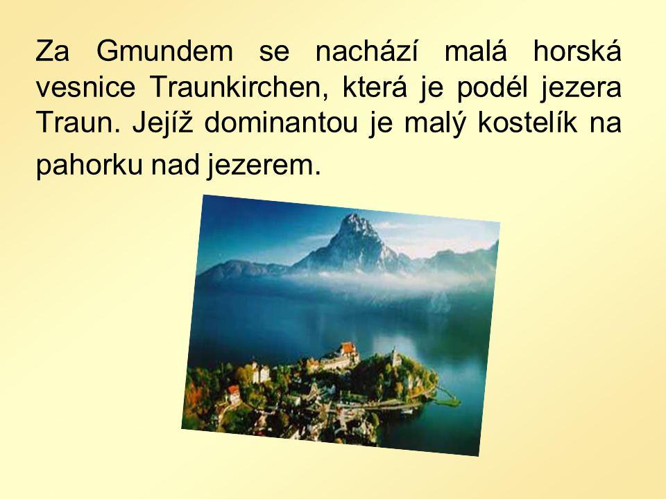 Za Gmundem se nachází malá horská vesnice Traunkirchen, která je podél jezera Traun.