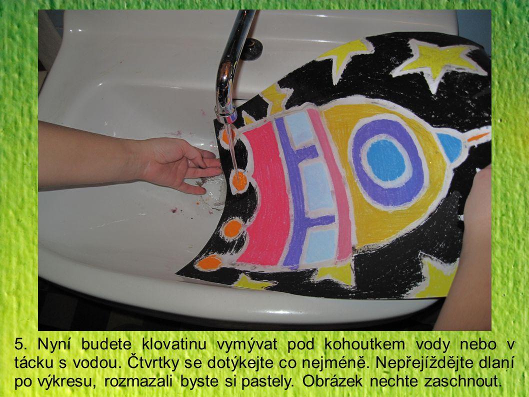 5. Nyní budete klovatinu vymývat pod kohoutkem vody nebo v tácku s vodou.