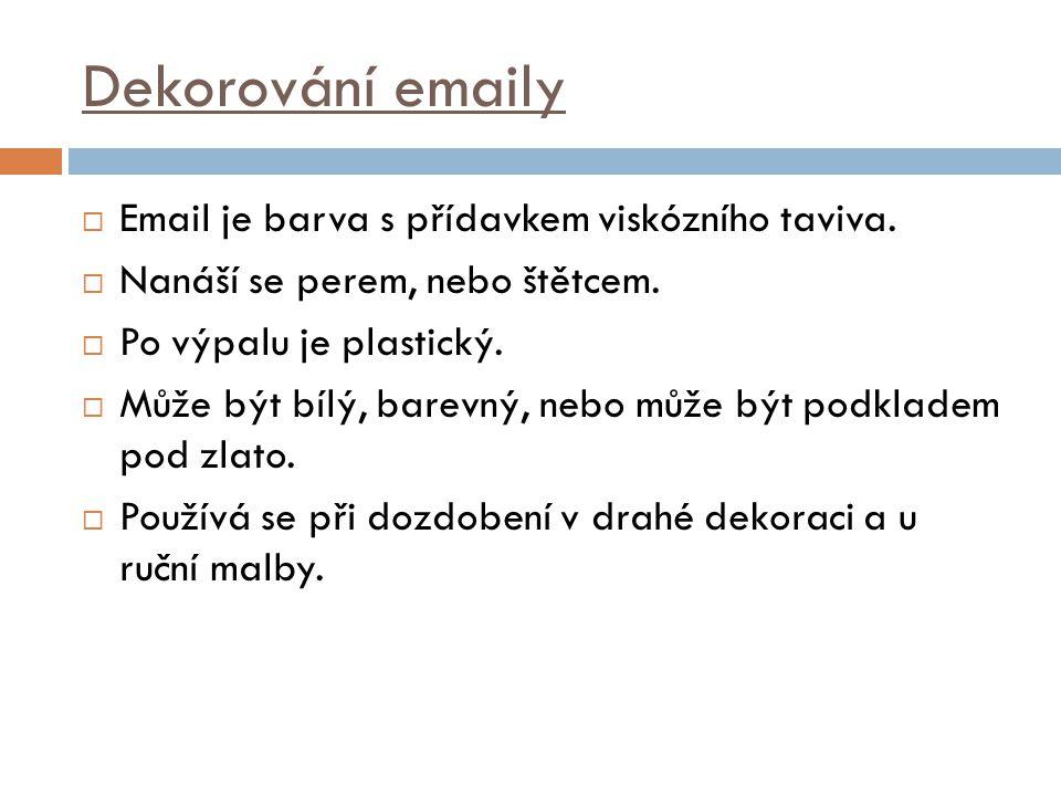 Dekorování emaily Email je barva s přídavkem viskózního taviva.