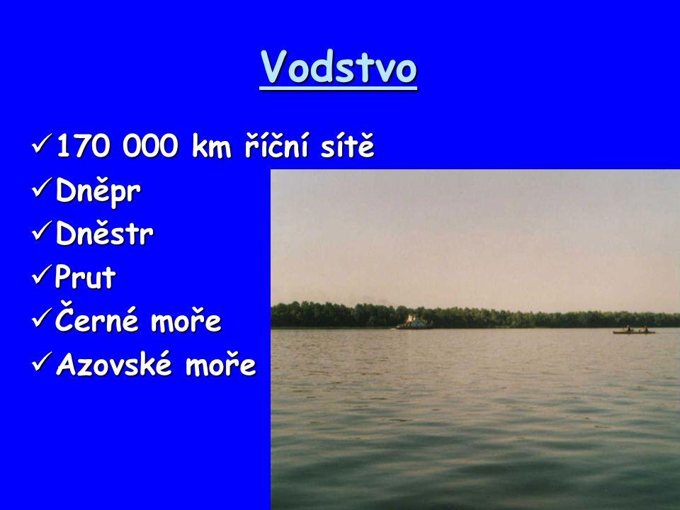 Vodstvo 170 000 km říční sítě Dněpr Dněstr Prut Černé moře