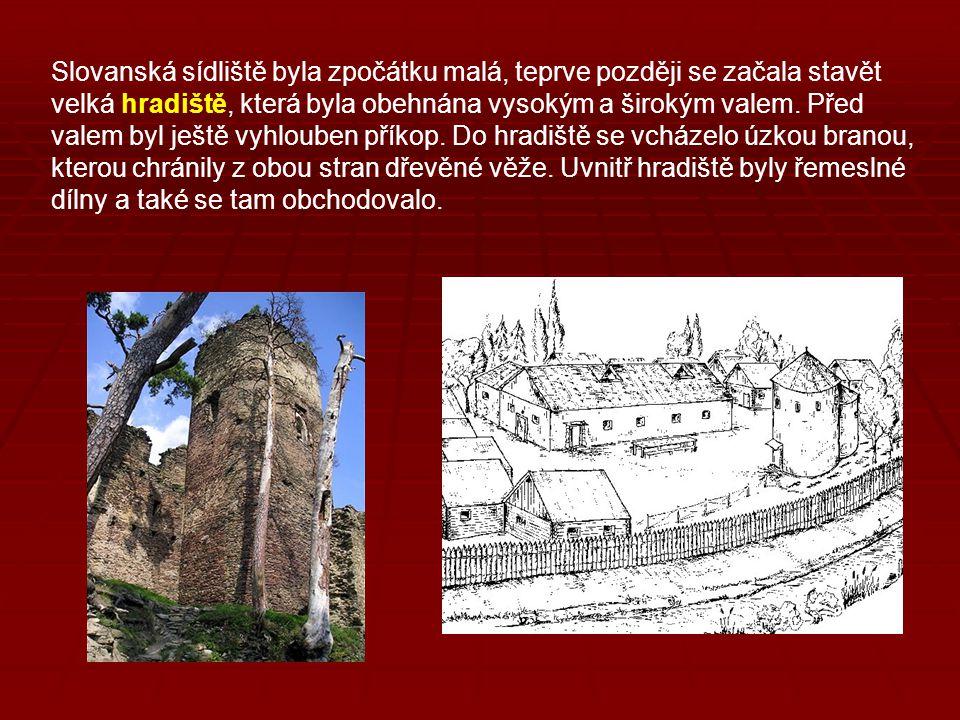 Slovanská sídliště byla zpočátku malá, teprve později se začala stavět velká hradiště, která byla obehnána vysokým a širokým valem.