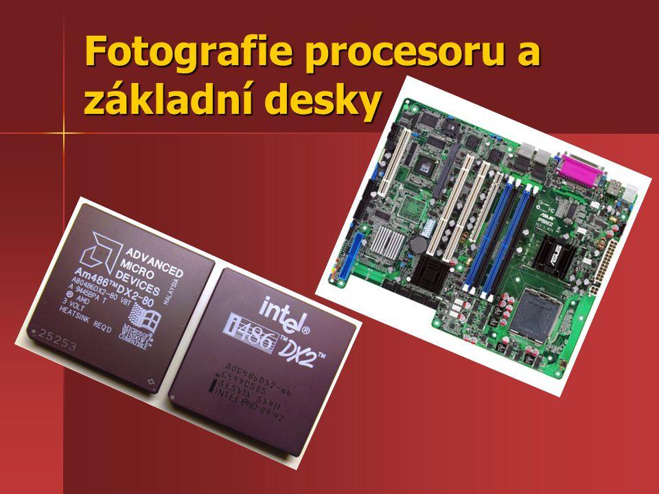 Fotografie procesoru a základní desky