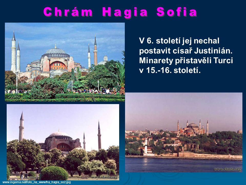 postavit císař Justinián. Minarety přistavěli Turci v 15.-16. století.