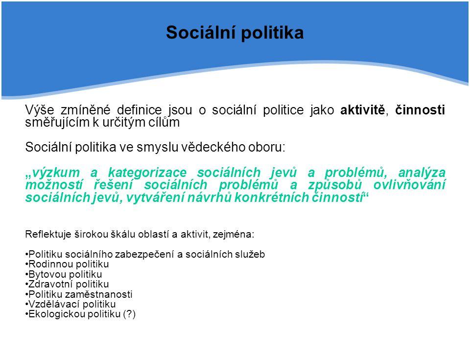 Sociální politika Výše zmíněné definice jsou o sociální politice jako aktivitě, činnosti směřujícím k určitým cílům.