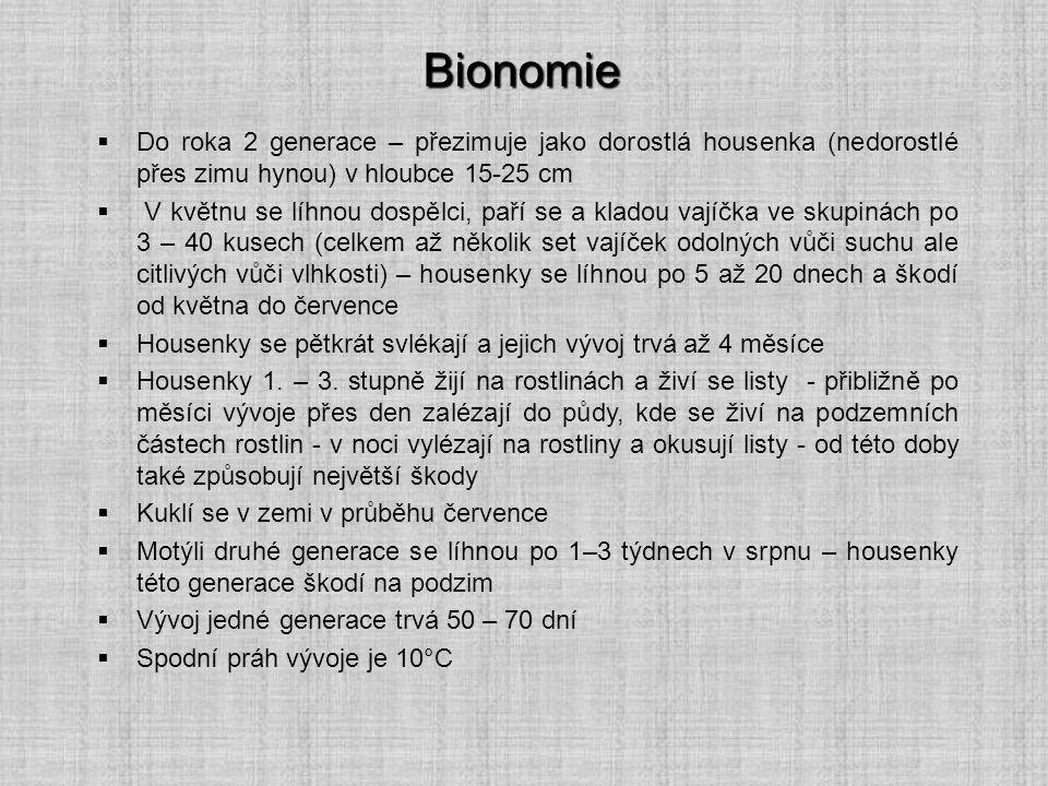 Bionomie Do roka 2 generace – přezimuje jako dorostlá housenka (nedorostlé přes zimu hynou) v hloubce 15-25 cm.