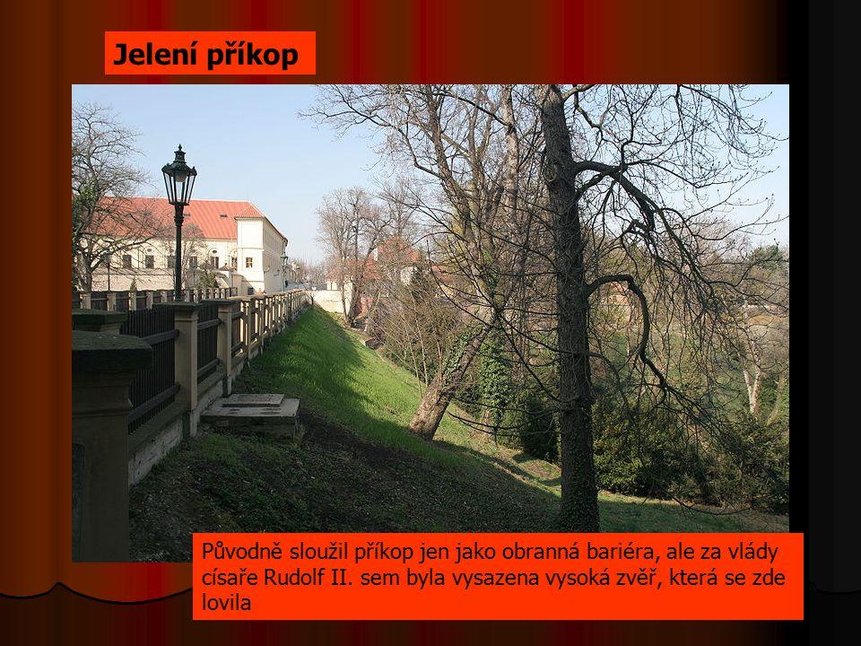 Jelení příkop Původně sloužil příkop jen jako obranná bariéra, ale za vlády císaře Rudolf II.