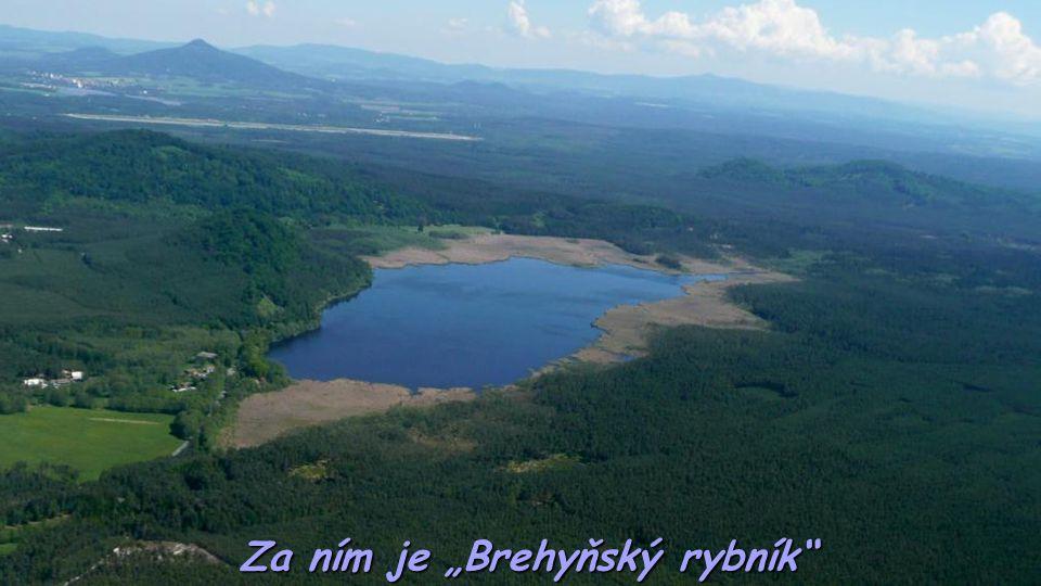"""Za ním je """"Brehyňský rybník"""