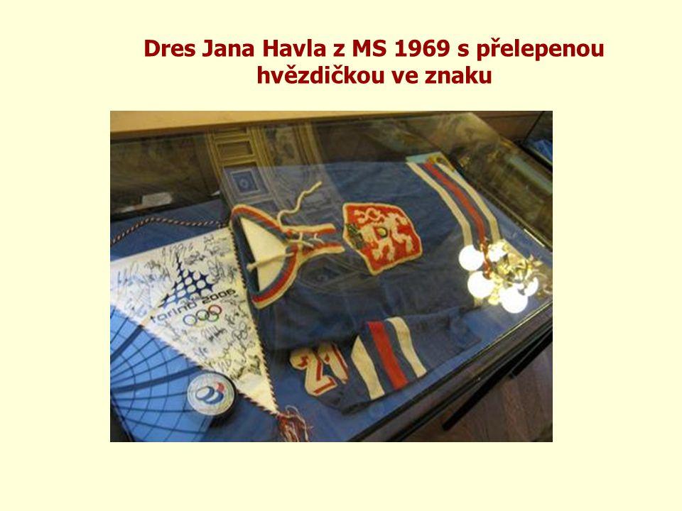Dres Jana Havla z MS 1969 s přelepenou hvězdičkou ve znaku