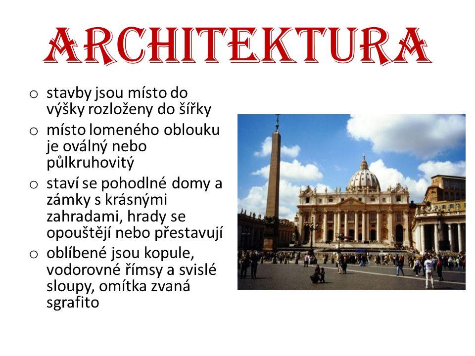 architektura stavby jsou místo do výšky rozloženy do šířky