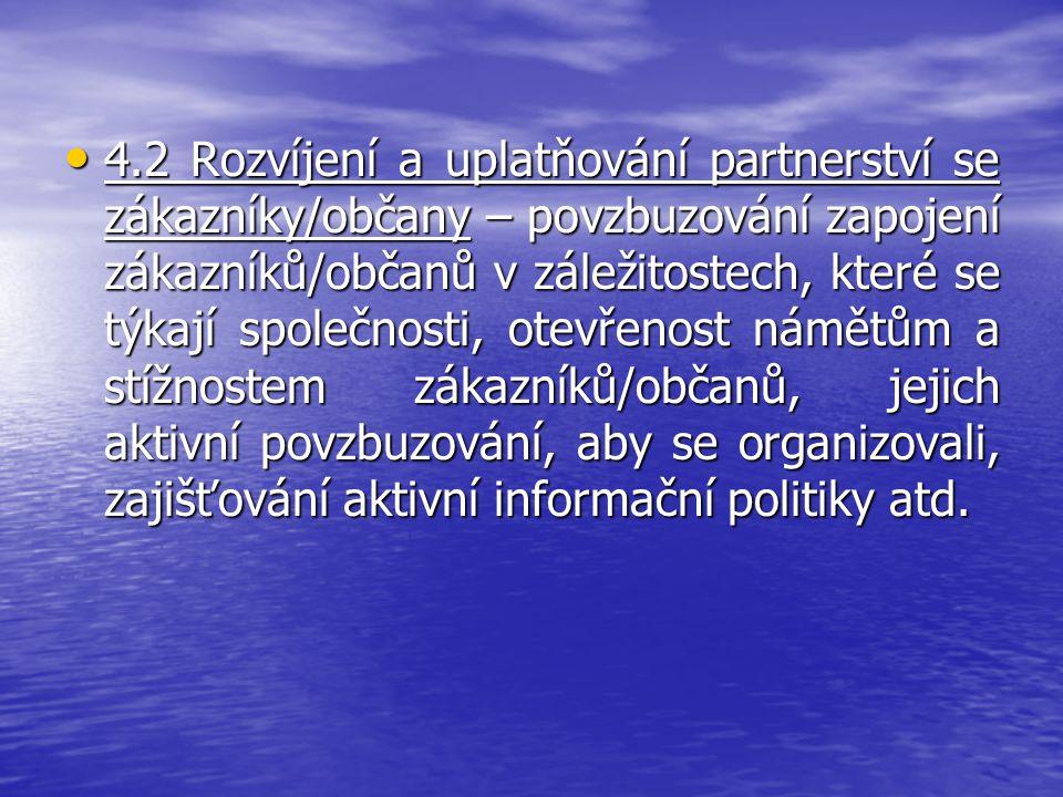 4.2 Rozvíjení a uplatňování partnerství se zákazníky/občany – povzbuzování zapojení zákazníků/občanů v záležitostech, které se týkají společnosti, otevřenost námětům a stížnostem zákazníků/občanů, jejich aktivní povzbuzování, aby se organizovali, zajišťování aktivní informační politiky atd.