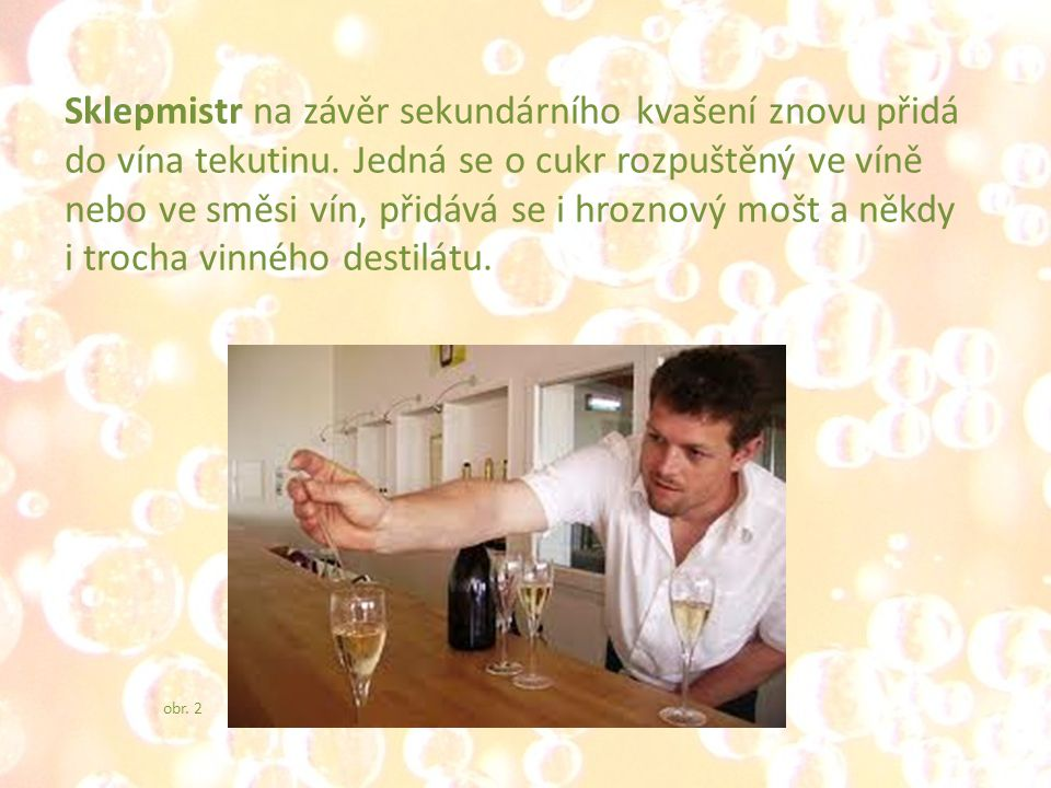Sklepmistr na závěr sekundárního kvašení znovu přidá do vína tekutinu