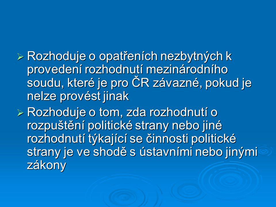 Rozhoduje o opatřeních nezbytných k provedení rozhodnutí mezinárodního soudu, které je pro ČR závazné, pokud je nelze provést jinak