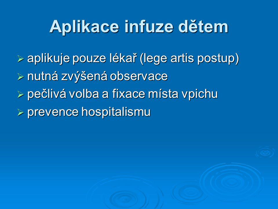 Aplikace infuze dětem aplikuje pouze lékař (lege artis postup)