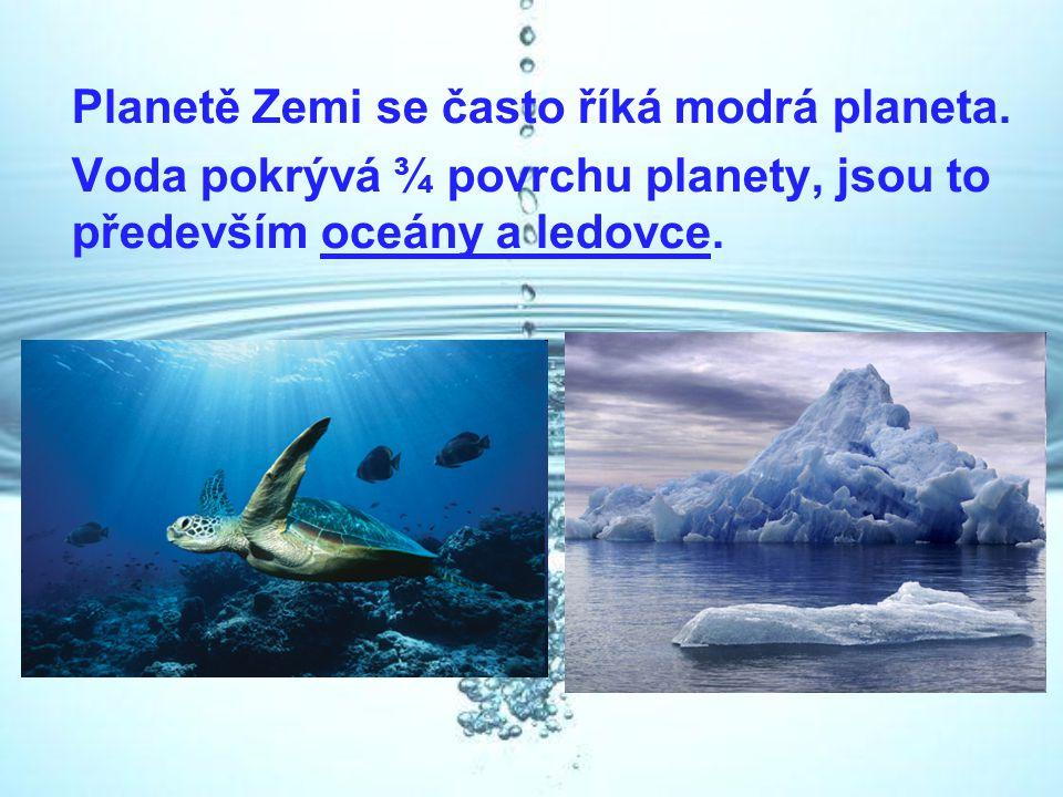 Planetě Zemi se často říká modrá planeta.