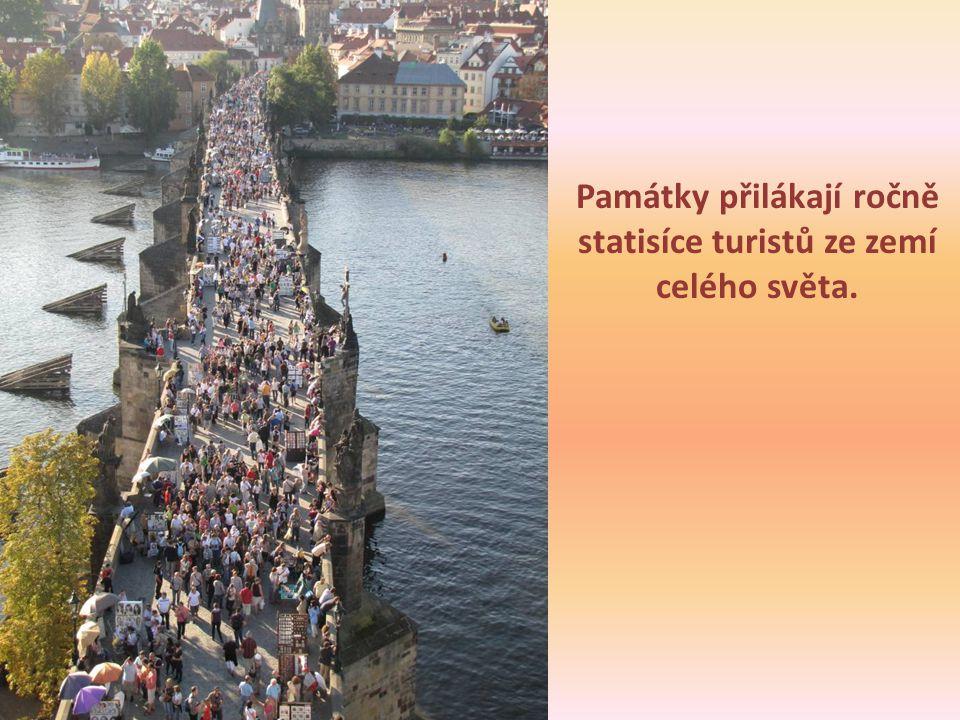 Památky přilákají ročně statisíce turistů ze zemí celého světa.