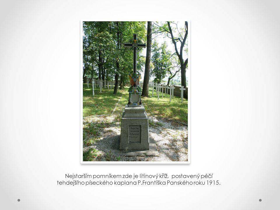 Nejstarším pomníkem zde je litinový kříž, postavený péčí tehdejšího píseckého kaplana P.Františka Panského roku 1915.